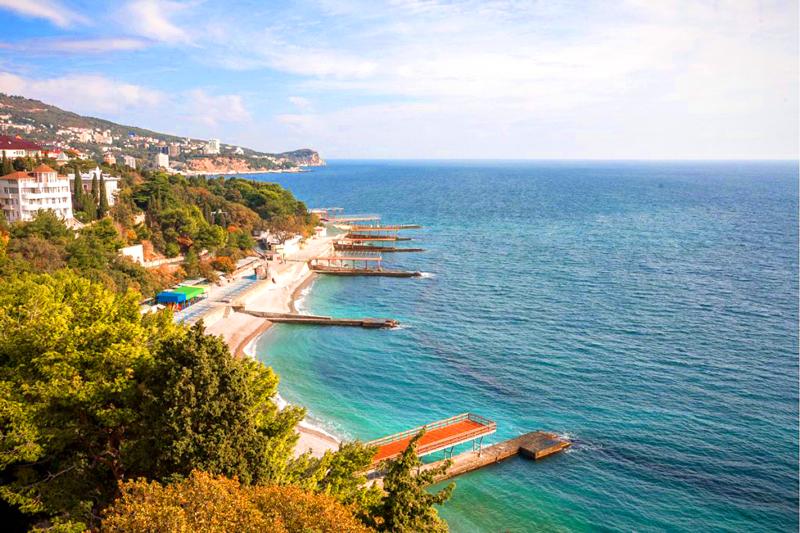 Вид на пляж санатория Ай-Петри Крым